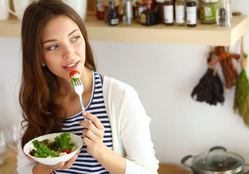 Кушать салат